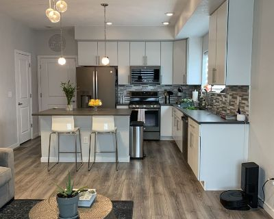 Luxury Townhome Close TO IT ALL - Thornton