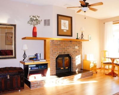Charming Home in Calgary. Close to attractions, outdoor activities and events. - Inglewood