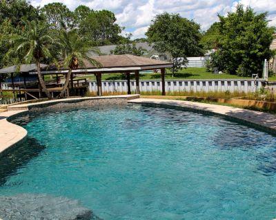 Resort Like Private Pool Waterfront Retreat 4/2 Home in East Orlando Florida - Orlando