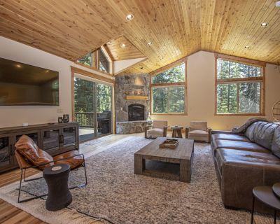 Beautiful 4 bedroom, 3.5 bathroom home in Tahoe Vista. Sleeps 8. - Tahoe Vista