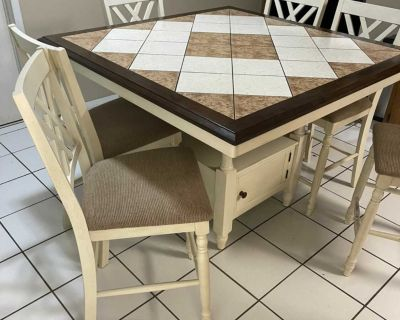 Ashleigh high top table & 6 chairs like new