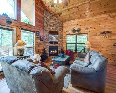 Our Mountain Getaway, 3 Bedrooms, Sleeps 12, Hot Tub, 2 Jacuzzis, WiFi - Pigeon Forge