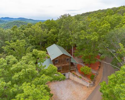 Mountain Escape | 4BR 3BA | Mountain Views | Hot Tub | Pool Table | Fire Pit - Cleveland