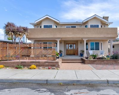 Beautiful home with a view of the Rock - fits the family! - Morro Bay