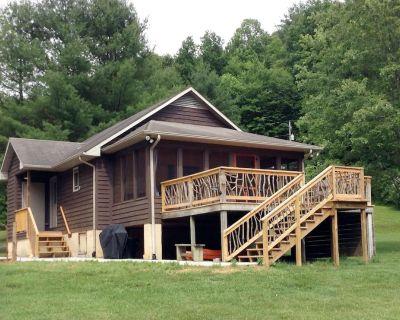Creekfront Cabin, Renovated, Pet Friendly - Sulphur Springs