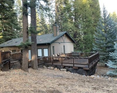 Excellent cabin with large deck 10+ guest capacity - Lake Almanor Country Club