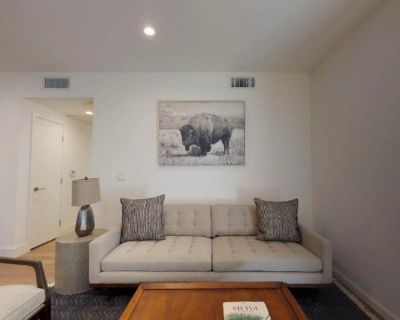 Stylish West LA apartment near Santa Monica Blvd