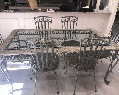 Glass top table w 6 chairs