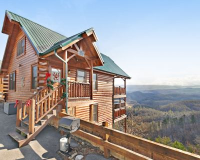 Log cabin w/ a private hot tub, shared pool, gym, & mountain views - Pigeon Forge
