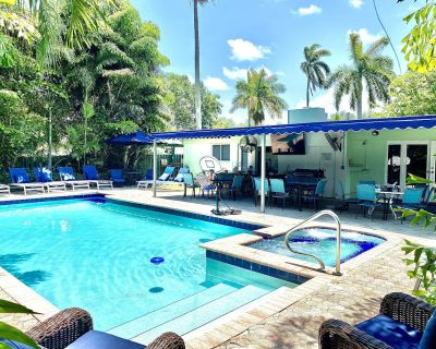 STUNNING LUXURY 5 BED BIG 50x25 POOL - HOT JET SPA, MINUTES TO BEACH, GOLF! - Hollywood Lakes