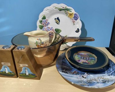 Lot of kitchen and decorative items