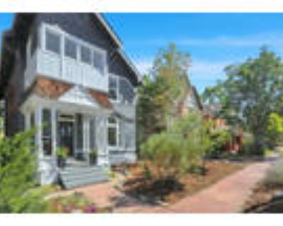 Fabulous Remodel w/New 600 sf 1 bed/1 ba Carriage house!
