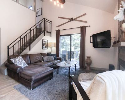 SANITIZED-Luxury Modern Lodge Condo Sleeps 6 w/HOT TUB, POOL, Tennis, and More i - Park City