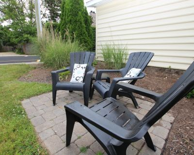 Large, pet-friendly apartment, 2 blocks to the beach booking for fall vacations! - South Rehoboth
