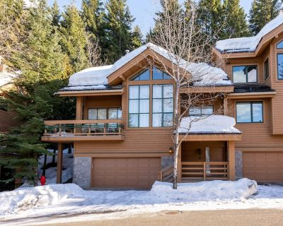 Whistler Village Luxury Home, Hot Tub, Ski Access, Gas Fireplace, Mountain Views - Whistler Village