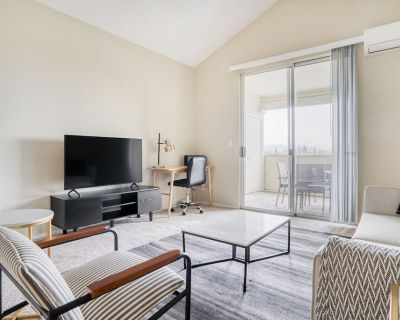 Airy Campbell 3BR w/ Gym, Pool, W/d, Near Highways, TJ, WF, by Blueground - Downtown Campbell