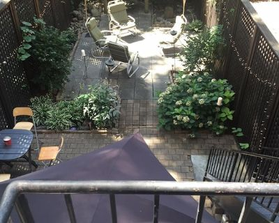 Beautiful large Brownstone Home/ we're in the hippest, happening part of town - Harlem