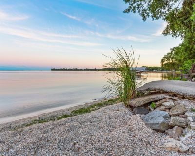 Scenic Lake Winnebago, Hot Tub, Tiki Bar, camp fire, fishing, and more! - Winnebago County