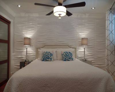 """LUXURY OCEAN VIEW VILLA - NEWLY RENOVATED -65"""" 4K TV-2 ADULT BIKES INCLUDED - South Forest Beach"""