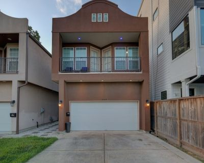 Modern/Cozy Downtown Townhome Family/Pet Friendly! - Greater Heights