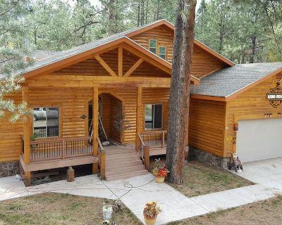 Big Log Cabin Home, Large Back Deck Overlooking Cedar Creek ~ Close To Downtown - Ruidoso