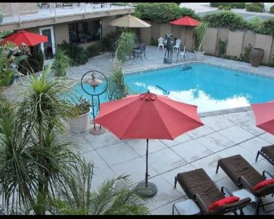 HUGE HOTEL LIQUIDATION / ESTATE SALE