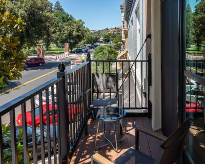 Balcony Overlooking Town Square in Downtown Paso Robles - Paso Robles