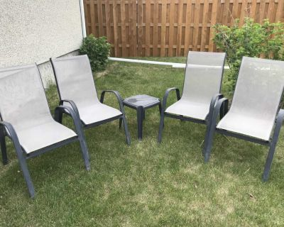 4 Lawn chairs with side table