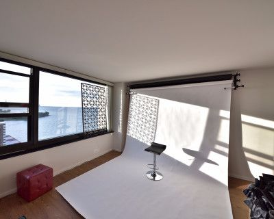 South Shore Apartment with Skyline/Lake View and Private Beach, Chicago, IL