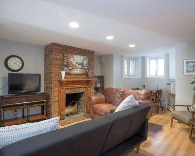 Sojourn Capitol Hill 2 BR condo with parking - Eastern Market