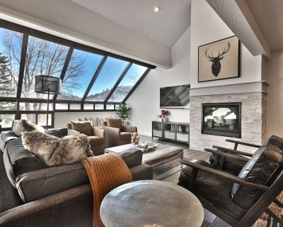 Hit the Slopes from a Chic Premier Lower Deer Valley Location 3 BD/3.5 BA - Park City