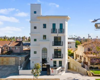 5 bed/5 bath coliving apartment w/ Washer+dryer