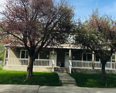 Home away from home. Clean and cozy 3 bedroom, 1 bath in Richland, WA - Richland
