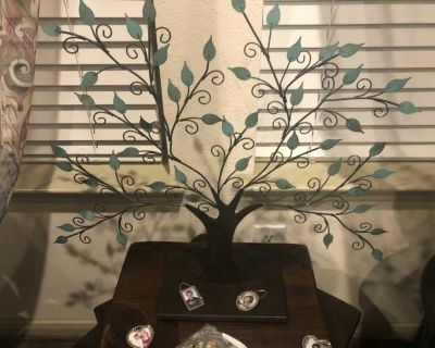 Family Tree with picture ornaments