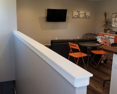 """NEW DOG Friendly Carriage Cottage Apartment Downtown @ """"The Monon Trail""""! - Old Northside"""