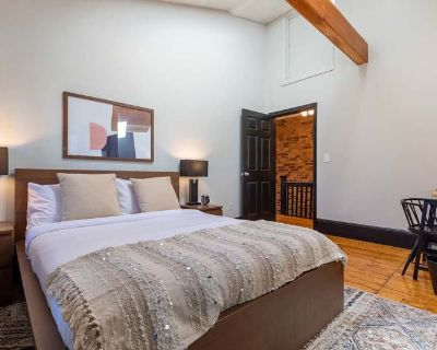 Furnished Queen Room in Allston 233 D