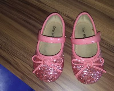 Otter Momo size 6. Pick up only Wheatfield