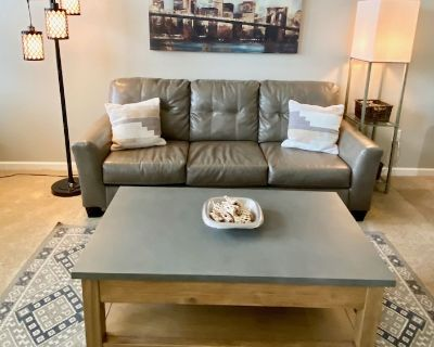 Beautiful Olde Town Arvada Loft ~ Walk To Restaurants, Shopping and Much More - Arvada