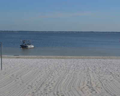 Adorable cottage on white sand beach, only 10 minutes to The Villages - Weirsdale