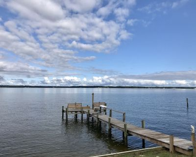 Waterfront - newly renovated 3 bedrooms 2 bathroom cottage - Cobb Island