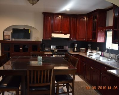 Los Angeles Private Newly Remodeled Unit in a Duplex With 2 Private bak Parking - Los Angeles