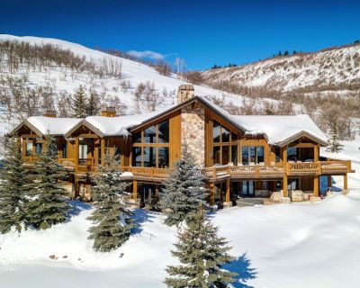 Expansive Alpine Lodge w/ Private Balcony, Stunning View, Billiards Room - Summit Park