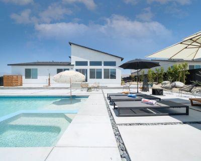 Modern Desert Getaway Pool Spa and Mountain Views - B-Bar-H Ranch
