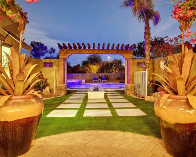 New heated resort pool , jacuzzi, out door sound system, secluded courtyard. - Central Scottsdale
