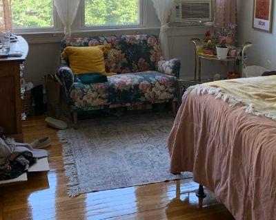 Private room with shared bathroom - Philadelphia , PA 19130