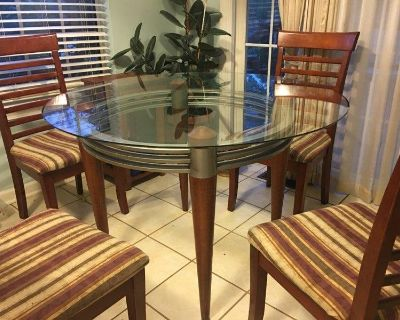 beautiful heavy glass dining table with no wear or tear