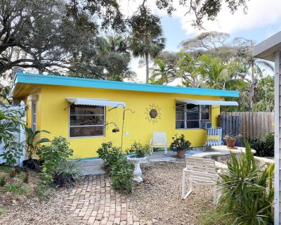 Tropical Waterside Cottage - Walk 400 yds. to Beach! Ideally Located. - Inlet District