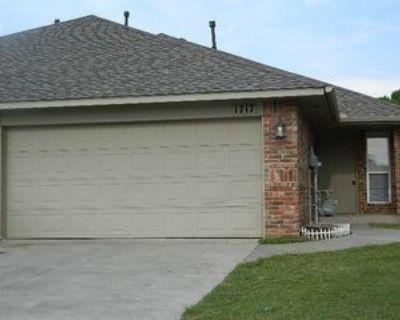 1717 Riviera Ln, Oklahoma City, OK 73128 3 Bedroom Apartment