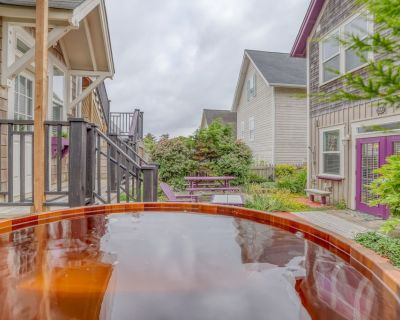 Modern Olivia Beach Home featuring Game Room, Cedar Hot Tub, Fire Pit and Bikes! - Olivia Beach