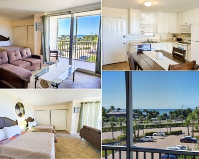 Unit Facing the Beach with view of the Gulf - Screened Balcony - Walk to Beach - Resort Style Complex - Bonita Springs
